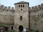 Tower_with_gate_of_the_fortress